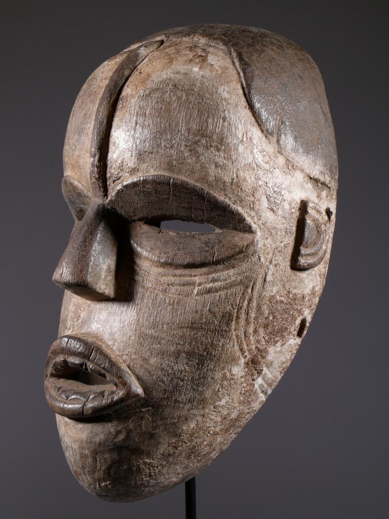 http://www.masque-africain.com/art-afrique/masque-ibo/masque-afrique-ibo.jpg