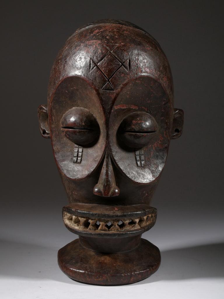 le masque africain tchokwe. Black Bedroom Furniture Sets. Home Design Ideas